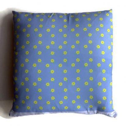 Daffodils cushion blue