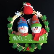 welsh Christmas wreath decoration with snowmen. welsh Christmas gifts. Welsh language.